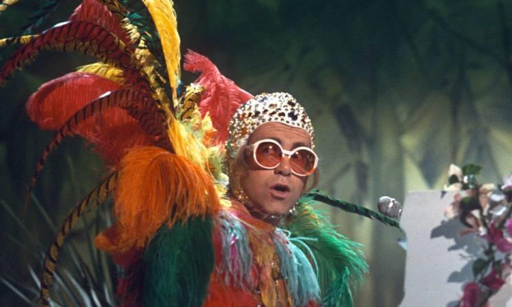 Elton-John-in-1977-012