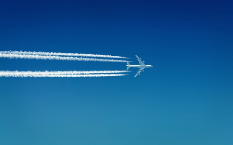 aircraft_contrails_boeing_747__2560x1600_vehiclehi.com