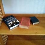 Libri sulle scie chimiche al posto della bibbia in hotel